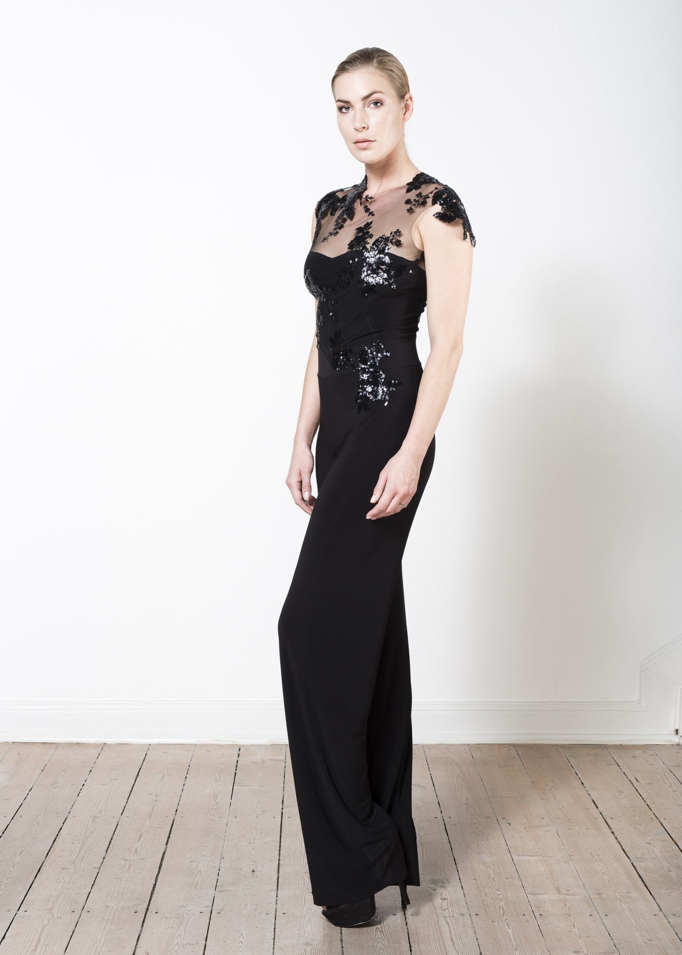 new concept 85c72 f7d08 Elegant jumpsuit with couture lace and overcut arm